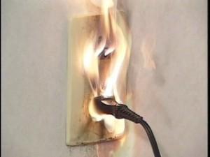 トラッキング火災